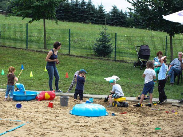 Die Kinder unserer Mitarbeiter wurden von unserer Controllerin Katharina mit Spielen bestens unterhalten.