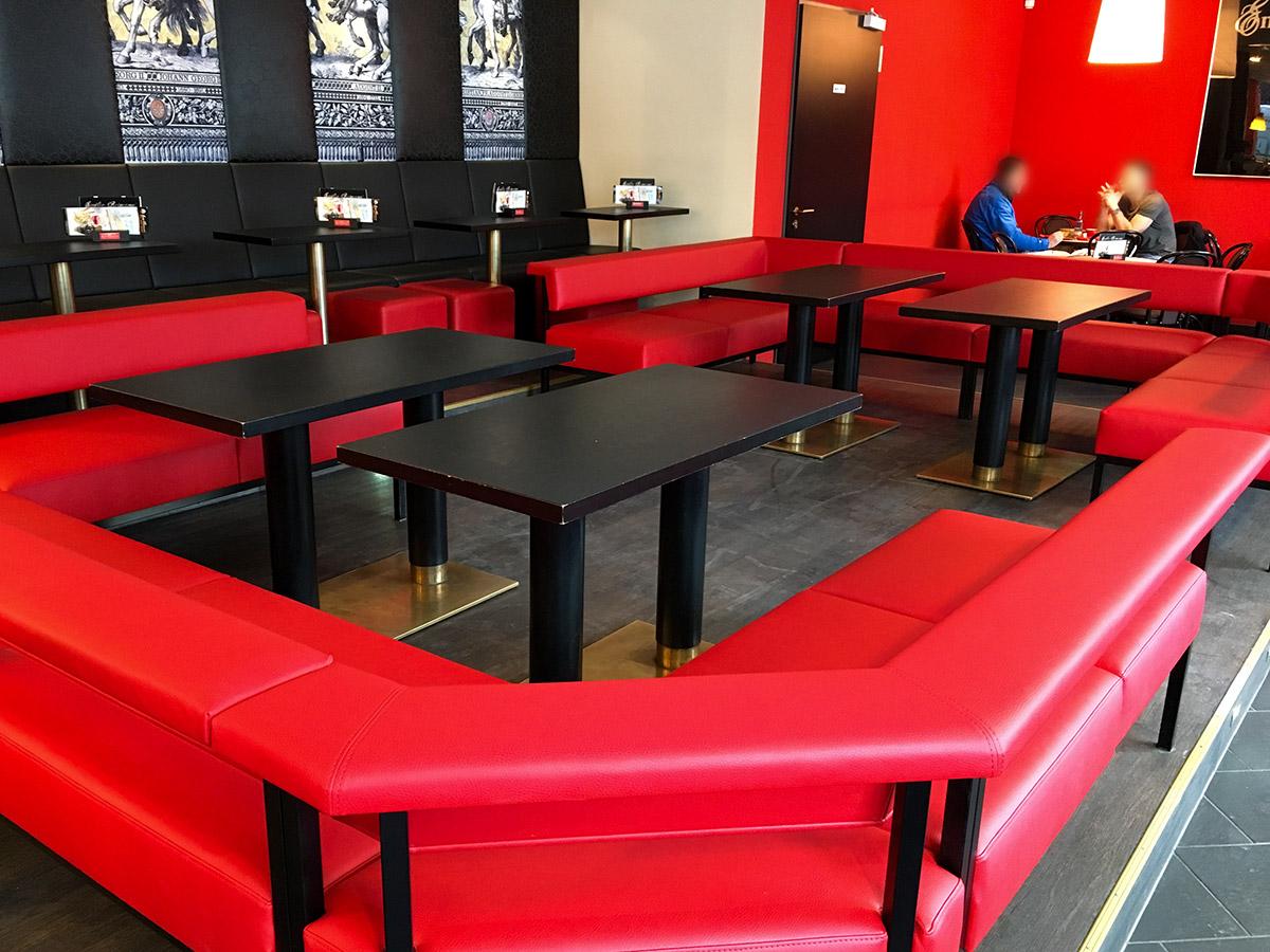 Gemütlicher Sitzen im Café
